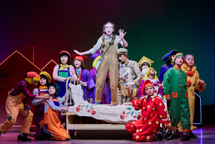 Agatha Meehan (Dorothy) and the young ensemble in the Wizard of Oz. Photography by The Other Richard